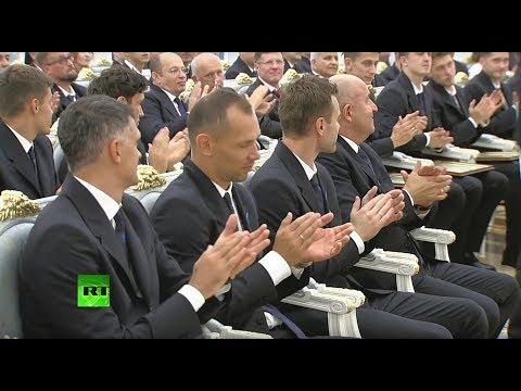 Путин вручает госнаграды