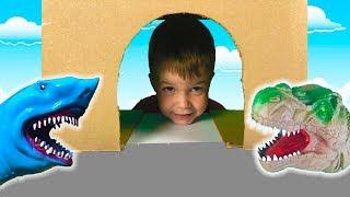 Тёма играет в машинки игрушки и спасает Полицейские машинки из пещеры- Видео для детей про машинки