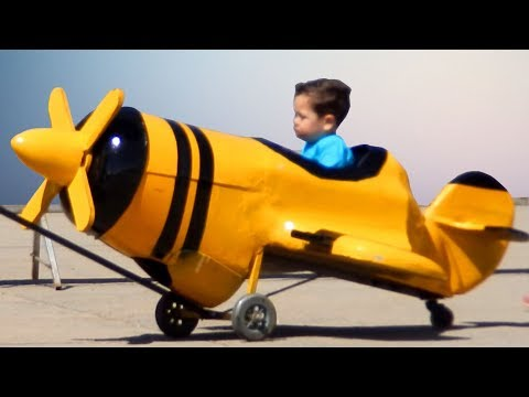 Children's Airport, Toy Plane, Aeroplane For Kids Video