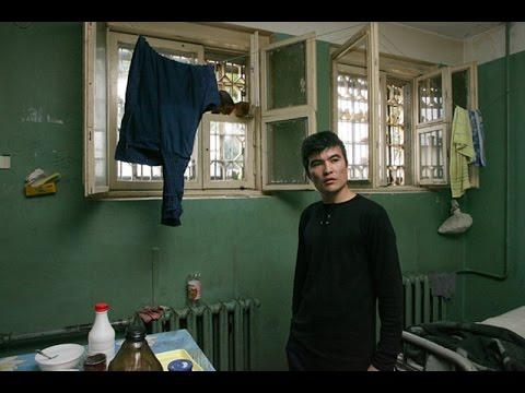 Видео онлайн мужик в тюрьме в бане нагнулся за мылом фото 65-285