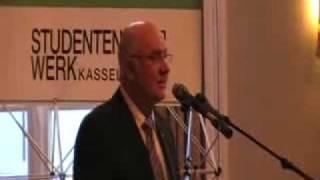 Uni Kassel Prof. Dr. Rolf-Dieter Postlep bei Erstsemesterbegrüßung - www.hoersaal1.com