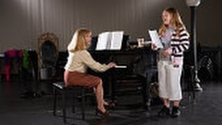 Best Music Schools in California to offer Singing Lessons Online for the Beginners