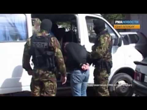 Полицейских из банды «черных риелторов» скрутили и вывели из офиса