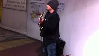 関口誠人さんのストリートライブの模様です。2011/02/05.