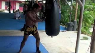 Bag workout demonstration with Kru Yod