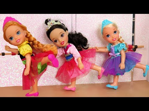 Thumbnail: BALLERINA ! Elsa & Anna toddlers - Ballet Classes - One breaks the piano - Afraid of Dance lessons
