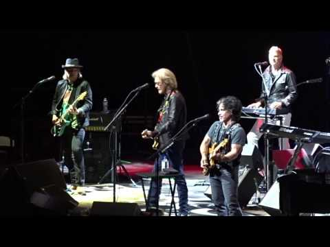 Hall & Oates - Maneater - TD Garden, Boston 6-24-2017