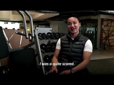 Paraplegic climber scales Hong Kong skyscraper