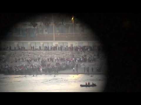 Haciendo cola en Castillejos para cruzar a nado a Ceuta