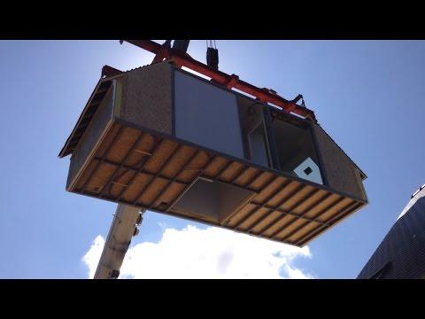 montage d 39 un bloc d 39 une maison modulaire youtube On maison bloc modulaire