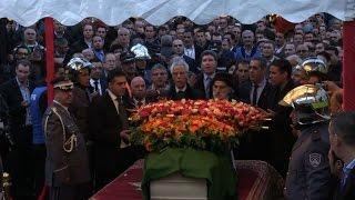 جثمان المعارض حسين آيت احمد يصل الى الجزائر