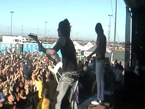 Falling In Reverse-The Drug In Me Is You Warped Tour 2011 @ Sleeptrain ampitheater