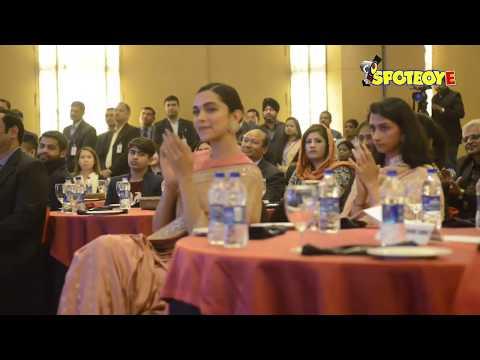 Deepika Padukone gets Emotional as her father Prakash Padukone receives Lifetime Achievement Award