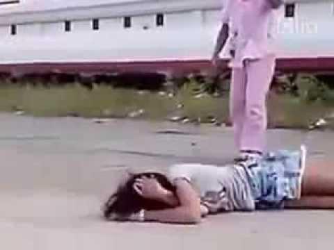 Nữ sinh đánh nhau bạo lực