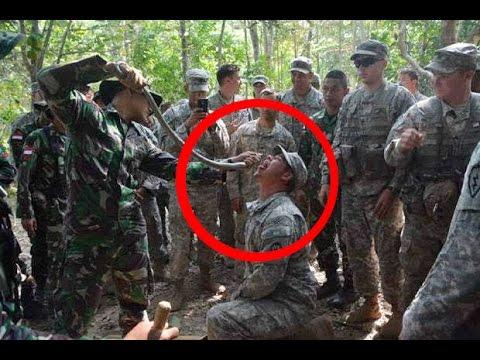 AKSI GILA TNI, Ajarkan Marinir Amerika makan ular di hutan