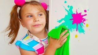 Adriana ayuda a su mamá! Los niños juegan con los juguetes de limpieza