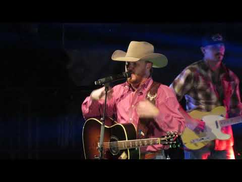 Cody johnson Christmas time in Texas live (Tulsa Expo Square 12-9-17)