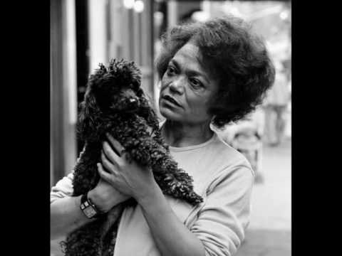 Eartha Kitt sings Swedish and talks about her gay-fans