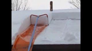 видео Уборка снега с крыш. Очистка кровли от снега, наледи, сосулек в Перми.