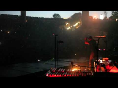"NIN: ""The Way Out Is Through"" live from on stage in Holmdel, NJ 6.06.09 [HD 1080p]"