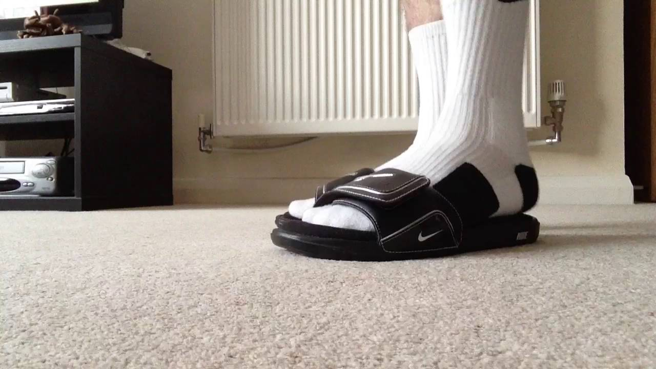 2497fceea3540e White Nike Elite Socks w  Black Nike Comfort Slides 2 - YouTube