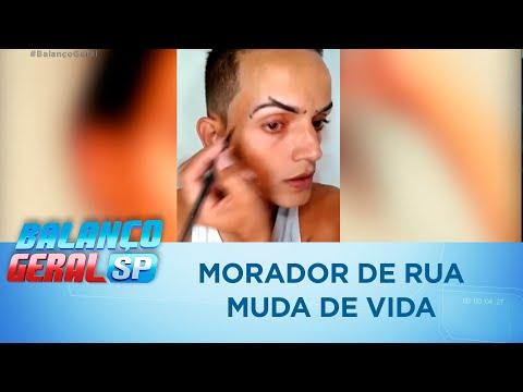 Morador de rua encontra estojo de maquiagem e muda de vida