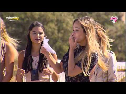 Raparigas apresentam a sua música