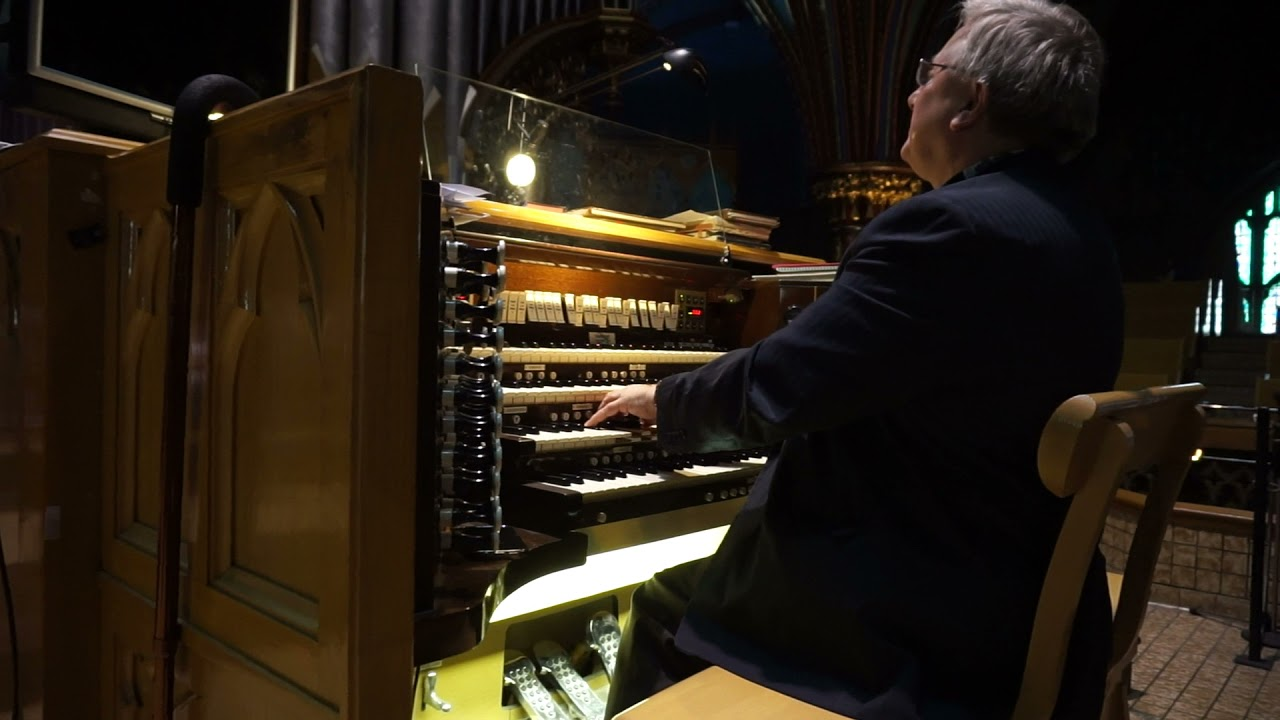 J.S. Bach - Toccata & Fugue in D minor - Organ Performance in Notre-Dame Basilica of Montreal