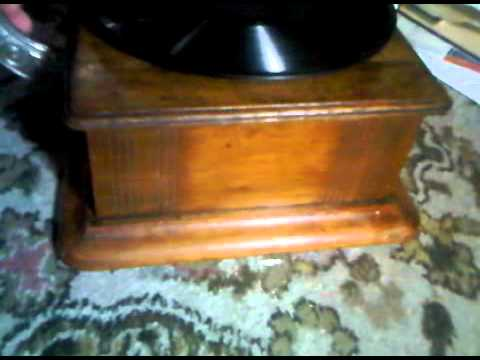 An original c1910 Lindstrom Parlophone external horn gramophone playing ...