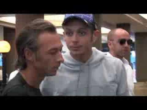 Valentino Rossi consegna la sua  moto ad Albertino (Radio Deejay) a New York