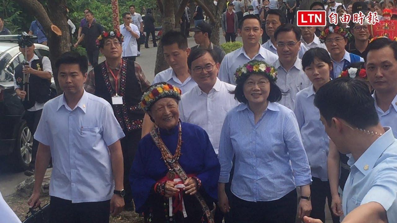 蔡英文訪臺東部落 對民調急升笑而不答 - YouTube