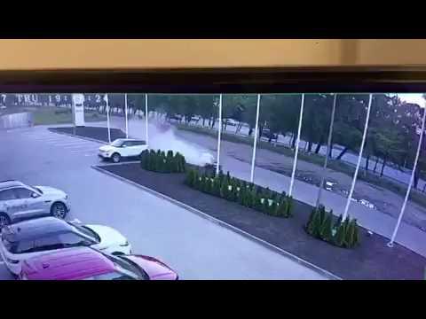 В Ростове во время тест-драйва клиент разбил Porsche Macan