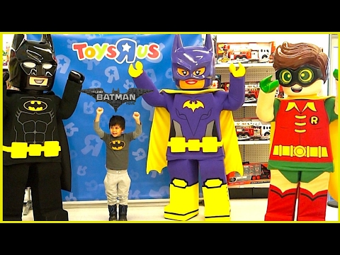 THE LEGO BATMAN MOVIE CHARACTERS IRL MEET AND GREET At Toys