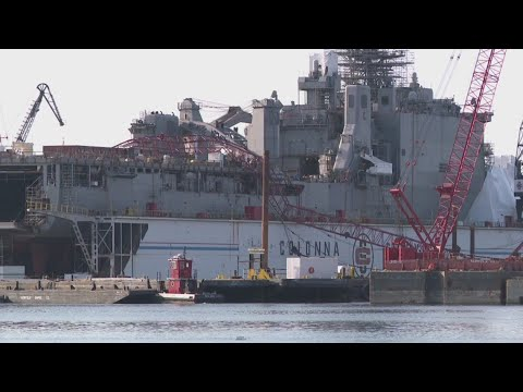 Raw video: crane collapses onto Navy ship at Colonna's Shipyard