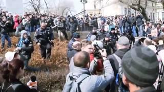 На х... ментов! Драка на митинге Навального. Владивосток  18+