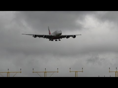 Emirates crosswind landings