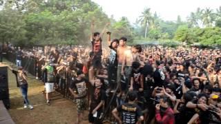 Batu Nisan cahaya bidadari black metal. Tercekek pas skream
