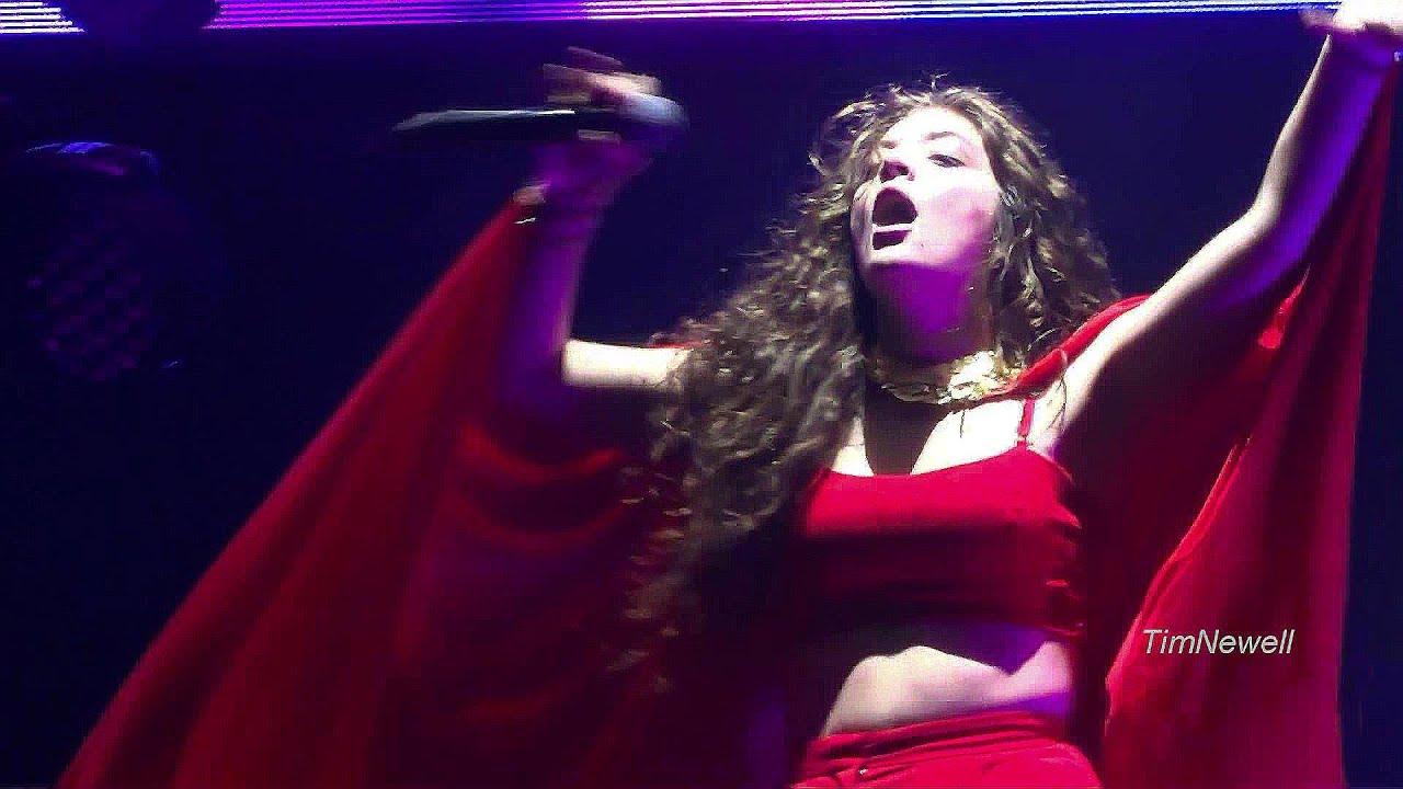 "LORDE / ""Team"" (Live) / Milwaukee / September 26th, 2014 ..."