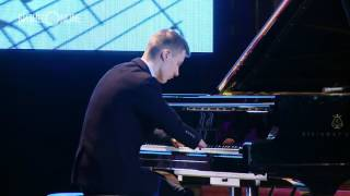 Alexey Romanov was born without hands but plays beautiful piano