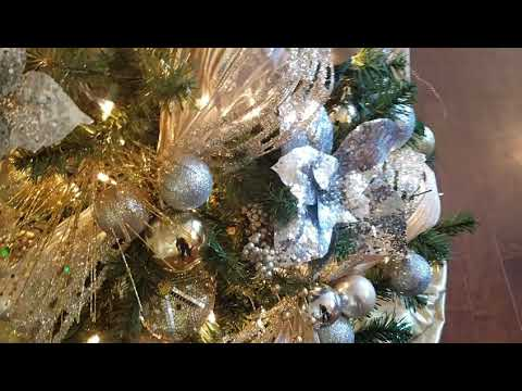 How To  Decorate A $20 Walmart Christmas Tree/On A Budget And Beautiful