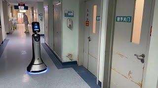 شاهد: روبوت في خدمة المصابين بفيروس كورونا في أحد مستشفيات العاصمة الصينية بكين…