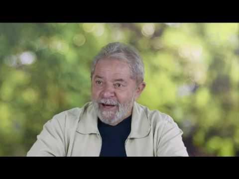 Moro adia depoimento de Lula sobre tríplex
