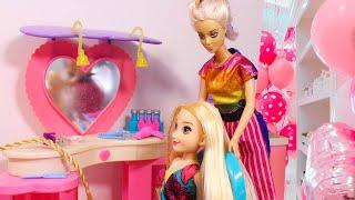 МАША В САЛОНЕ КРАСОТЫ новый макияж и прическа Куклы Мама Барби