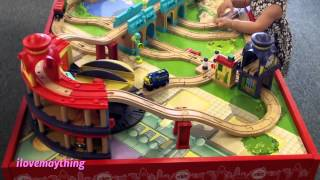 Thomas & Friends' T-shirts And Chuggington Big Train Table Play Set