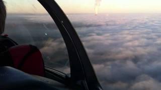 In 300 Metern mit dem Segelflugzeug über den Wolken