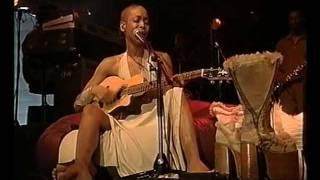 A.D. 2000 - Erykah Badu (2001)