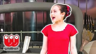 Princess Isabella Gets Trapped In Magic Dishwasher! - Princesses In Real Life | WildBrain Kiddyzuzaa