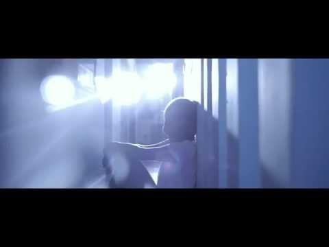 Amaury Vassili - Laisse-moi t'aimer [Official Video]
