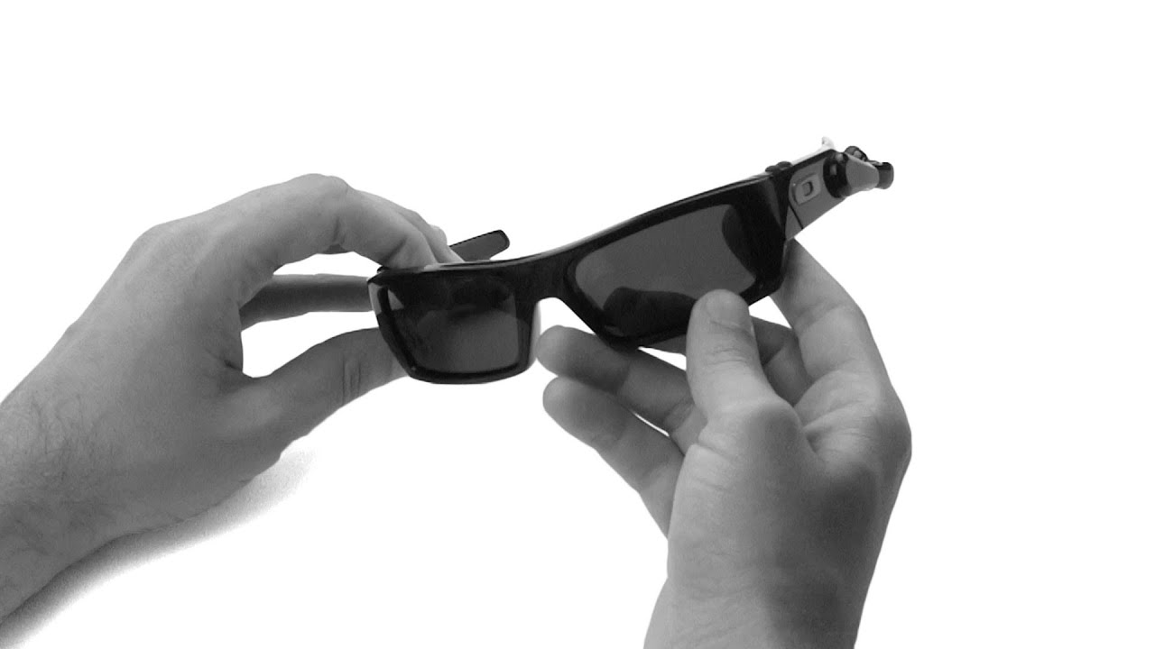 34772d662e08a Oakley Thump 2 Lens Replacement   Installation Instructions - YouTube