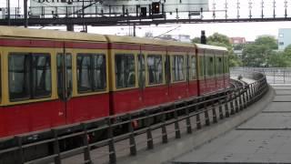S-Bahn Berlin im Hauptbahnhof (hoch)